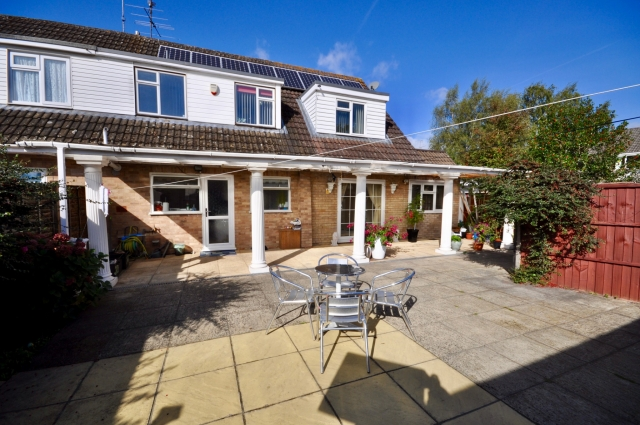 6 bedroom property Kingfisher Drive, Woodley, Reading, RG5 3LH – £1,750 a month